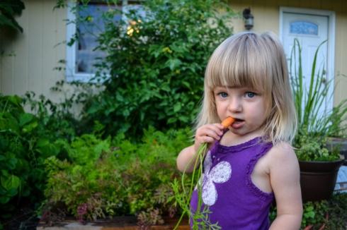 girl nums carrot